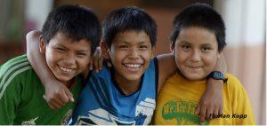 """Kinder in dem von Pfarrer Xavier Arbex gegründeten Kinderheim """"Hogar Principito"""" (dt.: Der Kleine Prinz) in Puerto Maldonado, Departamento Madre de Dios, Peru; Foto: Florian Kopp"""